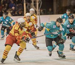 Бишкек шаардык муз аянтында Кыргызстан менен Макаонун курама командалары хоккей боюнча беттешти.