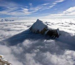 Фото кыргызстанского пика Чапаева использованное в постере к голливудскому фильму Эверест