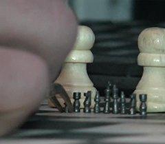 Кибиреген шахматтар. Кыргызстандык жигит Гиннес китебине кирүүнү көздө