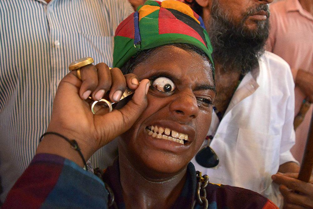 Религиозный фестиваль Урс в Индии