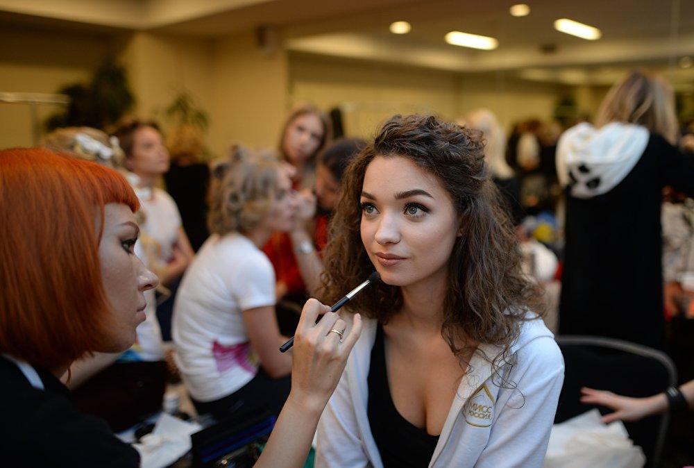 Конкурстун катышуучусу Валерия Шаховцева даярдык үстүндө