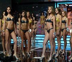 Участницы в финале национального конкурса Мисс Россия 2016 на сцене концертного зала Barvikha Luxury Village.