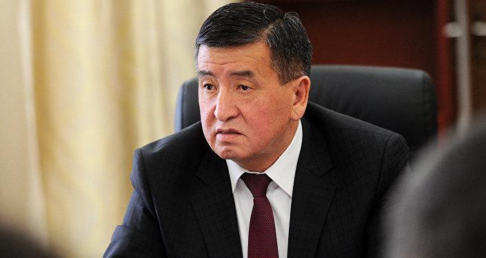 Премьер-министр Сооронбай Жээнбеков во время рабочего совещания. Архивное фото