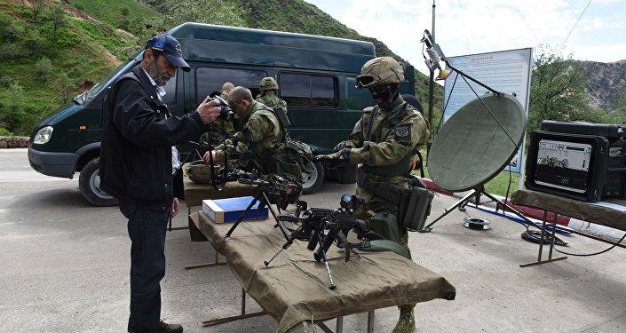 В учениях принимают участие полторы тысячи военнослужащих органов управления и подразделений войсковой, специальной, радиоэлектронной, воздушной и других видов разведки