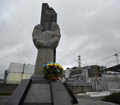 Чернобыль АЭС катышуучуларына эстелик. Архив