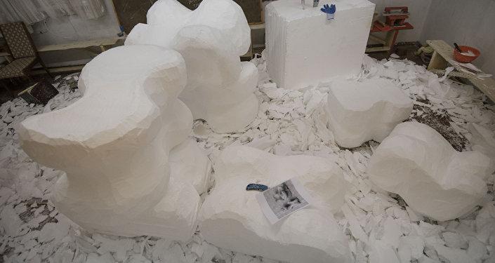 Подготовка инсталляции Альчики в Бишкеке