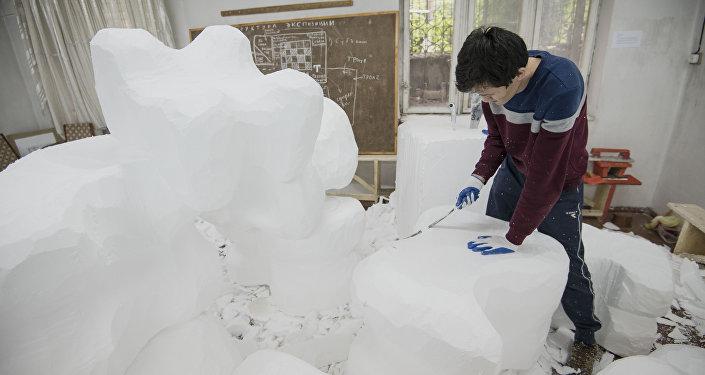 Инсталляцию готовят в рамках проекта Эстелик (Памятник), нацеленного на возрождение культуры кыргызов.
