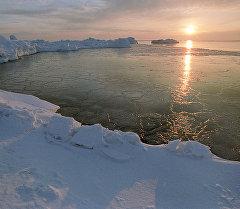 Рассвет в Арктике. Архивное фото