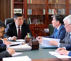 Айыл чарба жана мелиорация министри Турдуназир Бекбоев премьер-министр Сооронбай Жээнбековдун кабыл алуусунда