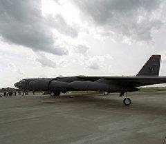 Стратегиялык B-52 бомбалоочу учагы. Архив