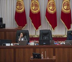 Вице-спикеры на заседании Жогорку Кенеша. Архивное фото