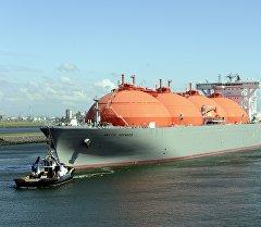 Корабль, транспортирующий природный газ в порту Ротердама, Нидерланды. Архивное фото