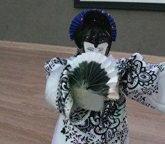 Кылыктанып бийлеген темир гейша. Окуучу кыздардын колунан чыккан робот