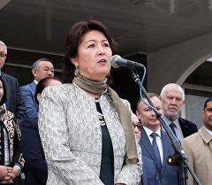 Биринчи айым Раиса Атамбаева IV Билим берүү фестивалынын ачылышында.