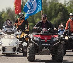 Мэр Бишкека Албек Ибраимов во время мотопробега на квадроцикле