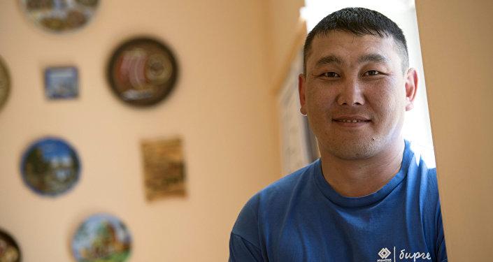 Активист Урмат Макеев из села Кызыл-Суу Джеты-Огузского района