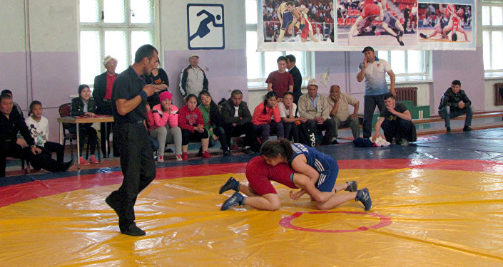 В Кара-Балте проходит чемпионат Кыргызстана по борьбе, который объединил более 300 спортсменов и спортсменок из всех областей Кыргызстана