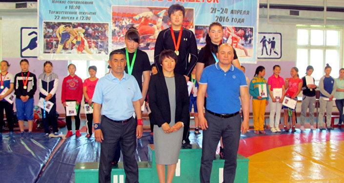 В середине марта Айсулуу Тыныбекова стала чемпионкой лицензионного турнира в Астане по женской борьбе в весовой категории до 58 килограммов
