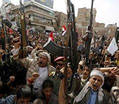 Вооруженные люди с автоматами в Сане, Йемен. Архивное фото