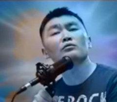 Виктор Цойду кыргызча ырдаткан кыргызстандык Жазбек Мамбеткулов