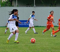 Женская юношеская сборная Кыргызстана и Таджикистана во время матча региональный чемпионат Азии.