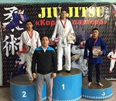 Курсанты академии МВД завоевавшие медали на турнире по борьбе Джиу-джитсу в Бишкеке