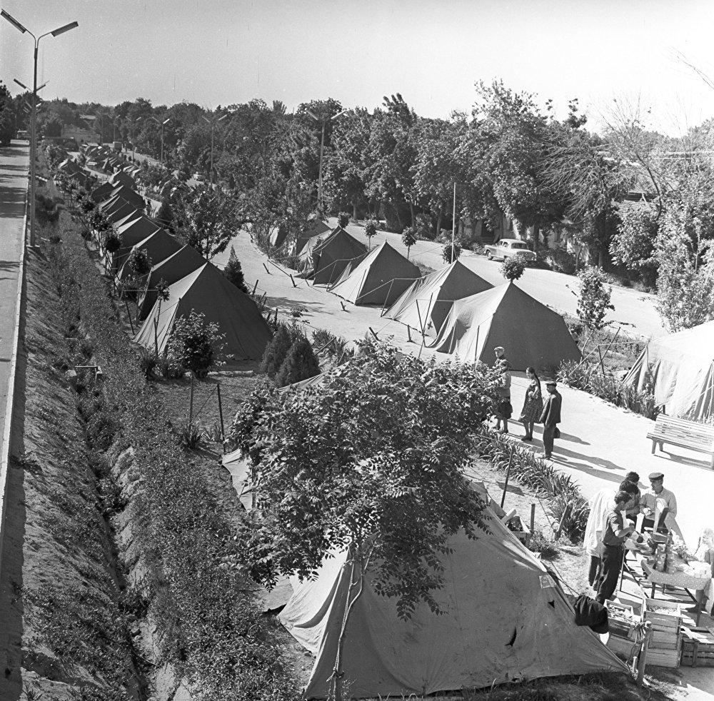 Землетрясение 1966 года в Ташкенте. Палаточный городок на улице Широкой