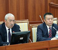 Кандидаты в спикеры Чыныбай Турсунбеков и Исхак Масалиев.