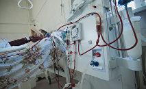 Мужчина проходит лечение острой и хронической почечной недостаточности. Архивное фото