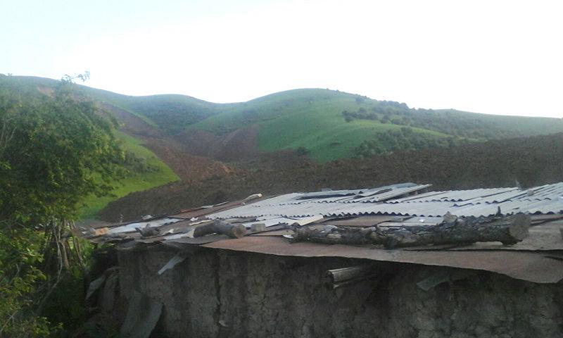 Оползень, сошедший в Сузакском районе рядом с селом Алмалуу-Булак