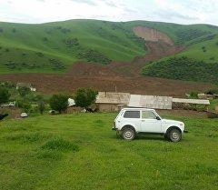 Сузактагы Алмалуу-Булак айылында жүргөн жер көчкү