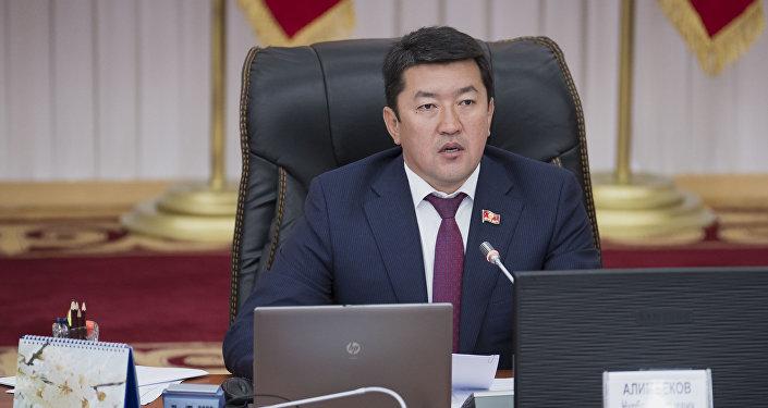 Депутат от фракции Кыргызстан Нурбек Алимбеков на заседании ЖК. Архивное фото