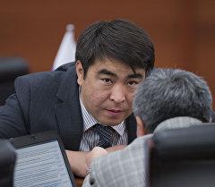 Архивное фото депутата от фракции СДПК Жанарбека Акаева