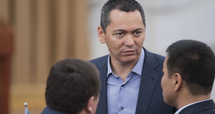 Экс-депутат Өмурбек Бабановдун архивдик сүрөтү