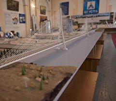 Макет моста через Токтогульское водохранилище стоимостью в 3 млрд долларов