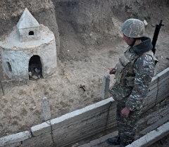 Карабахские военный на первой линии обороны. Архивное фото