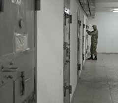Сотрудник ГСИН на спецкомплексе для осужденных. Архивное фото