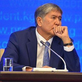 Президент Кыргызской Республики Алмазбек Атамбаев. Архив