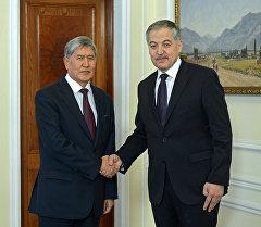 Президент Алмазбек Атамбаев Тажикстандын тышкы иштер министри Сироджиддин Асловду кабыл алуу учурунда