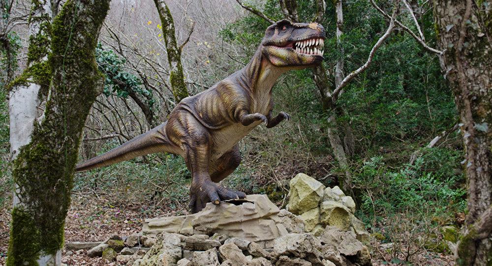 Модель динозавра. Архивное фото