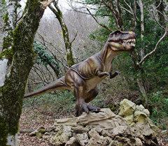 Чучело динозавра. Архивное фото