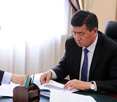 Премьер-министр КР Сооронбай Жээнбеков и министр МЧС КР Кубатбек Боронов
