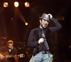 Турецкий поп-певец Таркан во время концерта. Архивное фото
