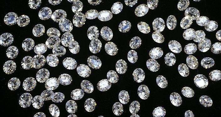 Россыпь ограненных алмазов. Архивное фото