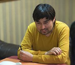 Продюсер Нурлан Мамакеев во время интервью. Архивное фото