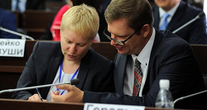 В ее состав входят чрезвычайные и полномочные послы, старшие дипломатические сотрудники, работающие в представительствах государств при ООН из 18 стран.