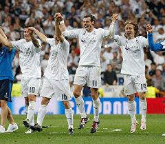 Игроки фк Реал Мадрид празднуют победу после матча с Манчестером Сити