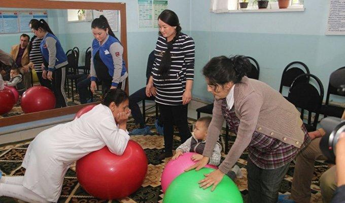Представителям ООН показали, как готовят женщин к материнству в Оше