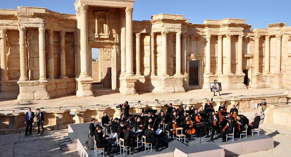 Сириянын Пальмира шаарында коюлган Мариинск театрынын симфониялык оркестринин концерти