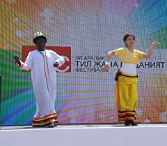 Студент из Африки станцевал кыргызский танец кара-жорго